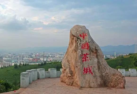 聚势奋进,共创新时代 热烈祝贺manbetx官网网扯门窗成功进驻云南普洱!